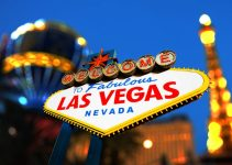 """A depth of field shot of a """"Welcome to Las Vegas"""" sign."""