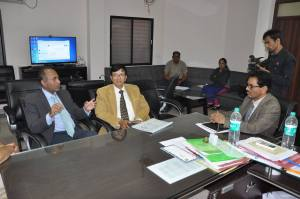 Dr. Shah meets with physicians in India regarding the Home Hospice Care program for Madhya Pradesh, India. Photo courtesy: Binaytara Foundation.