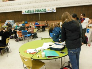 Students meet with mentors in the cafeteria every Wednesday. Photo courtesy: Sehome High School.
