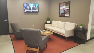 Regus' waiting room gives clients options for tight meeting schedules. Photo courtesy: Regis.