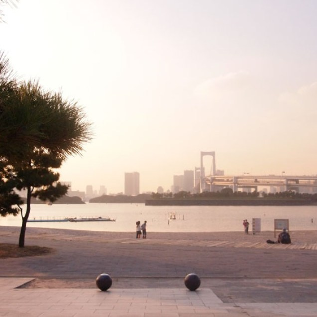 tokyo-day-7-odaiba-beach_4090973866_o