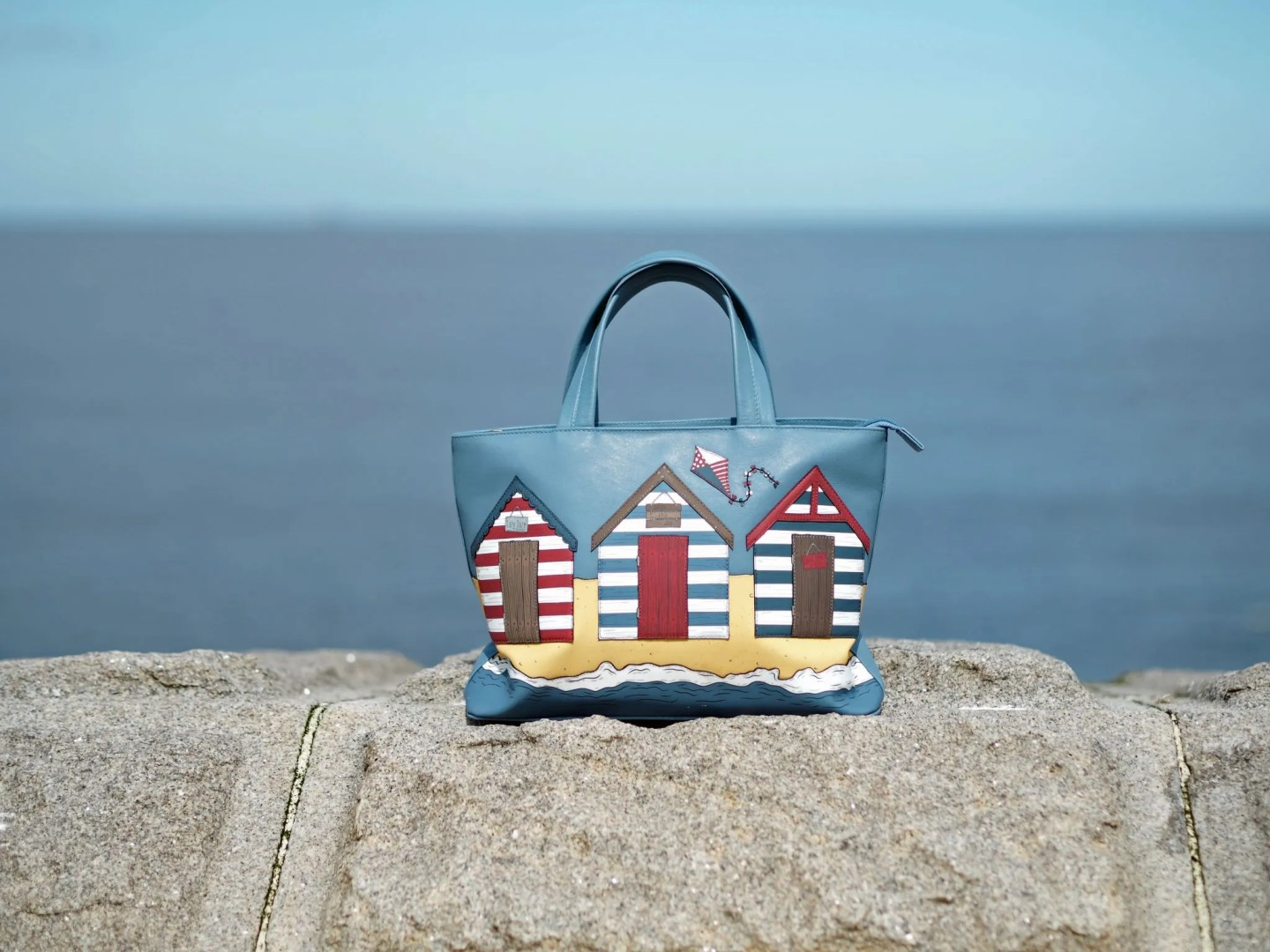 what-lizzy-loves-leather-beach-hut-bag-tynemouth-north-pier