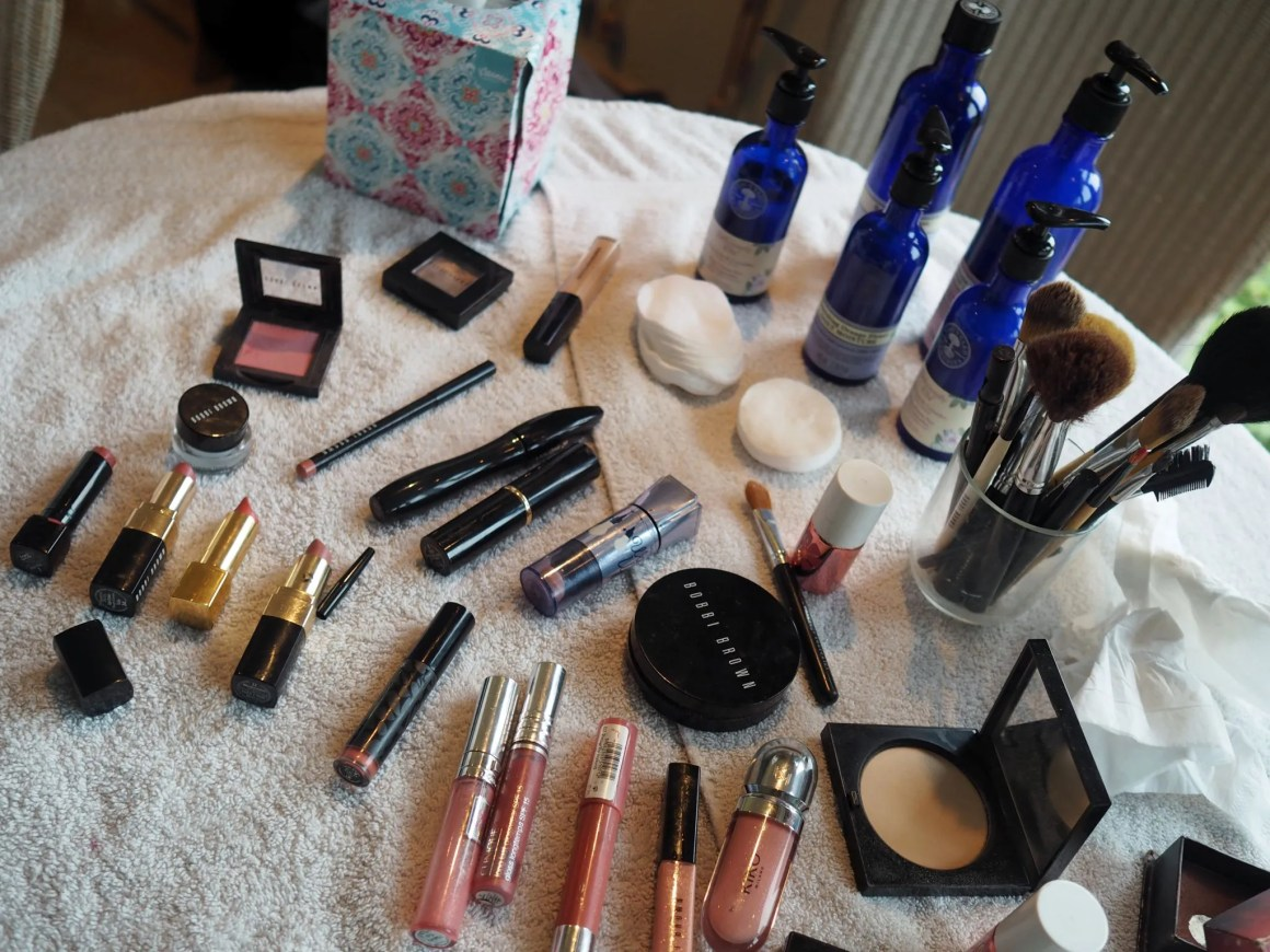 what-lizzy-loves-photo-shoot-bettys-harlow-carr-harrogate-make-up