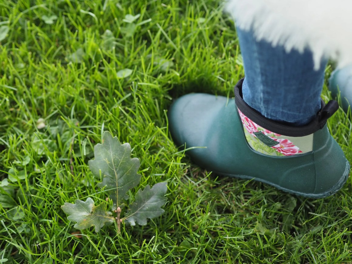 what-lizzy-loves-cream-mohair-serape-jeans-short-wellies-wellingtons-green-floral-muck-boots