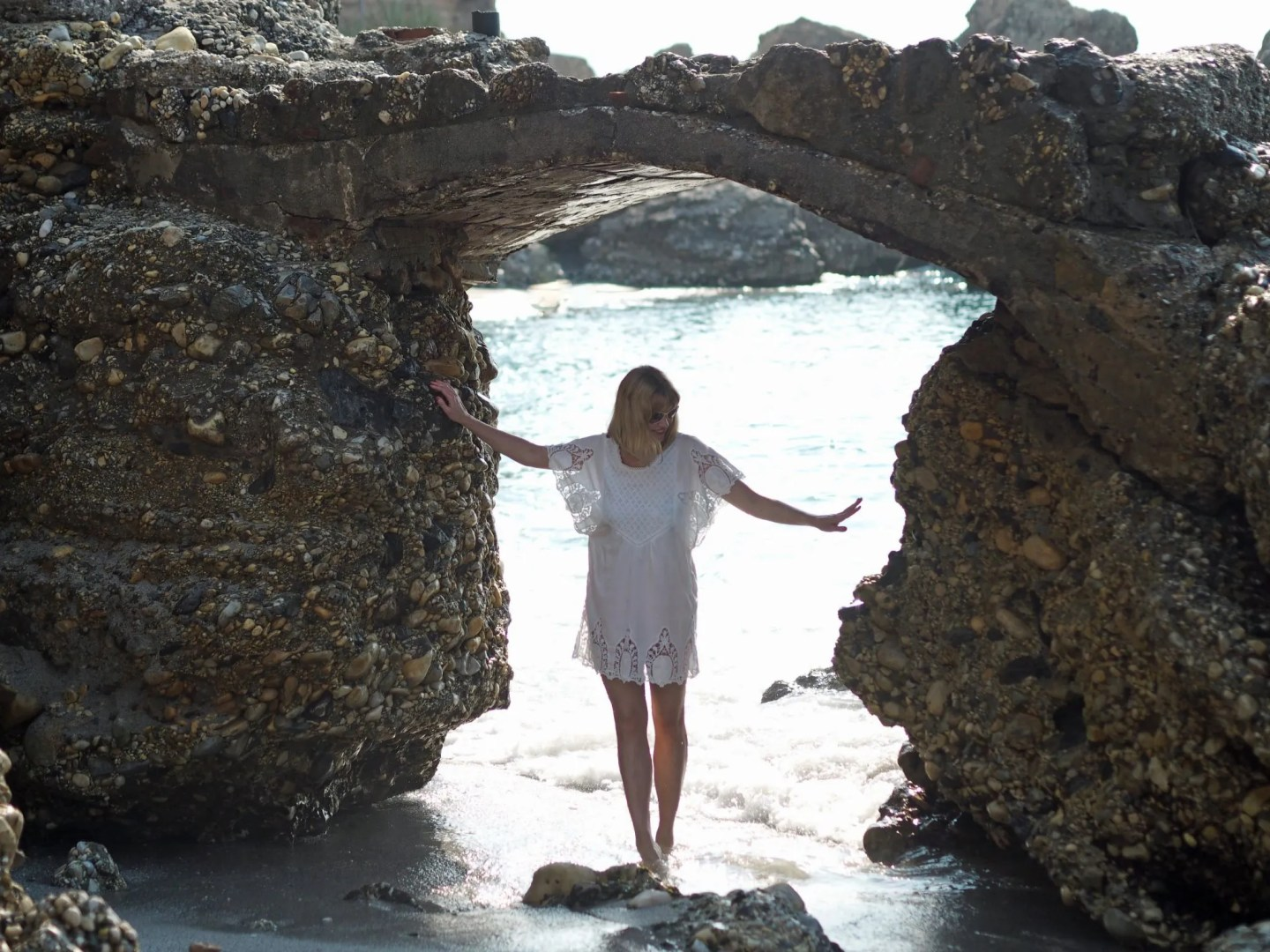 what-lizzy-loves-holiday-outfits--nerjaholidayoutfits-white-lace-beach-dress