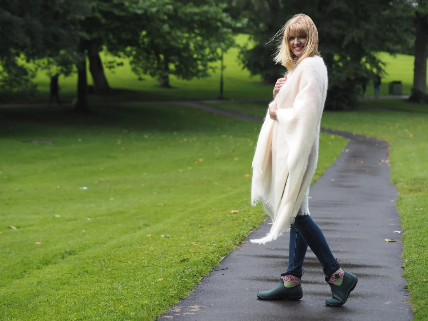 what-lizzy-loves-cream-mohair-serape-jeans-short-wellies-wellingtons-muck-boots-over-40
