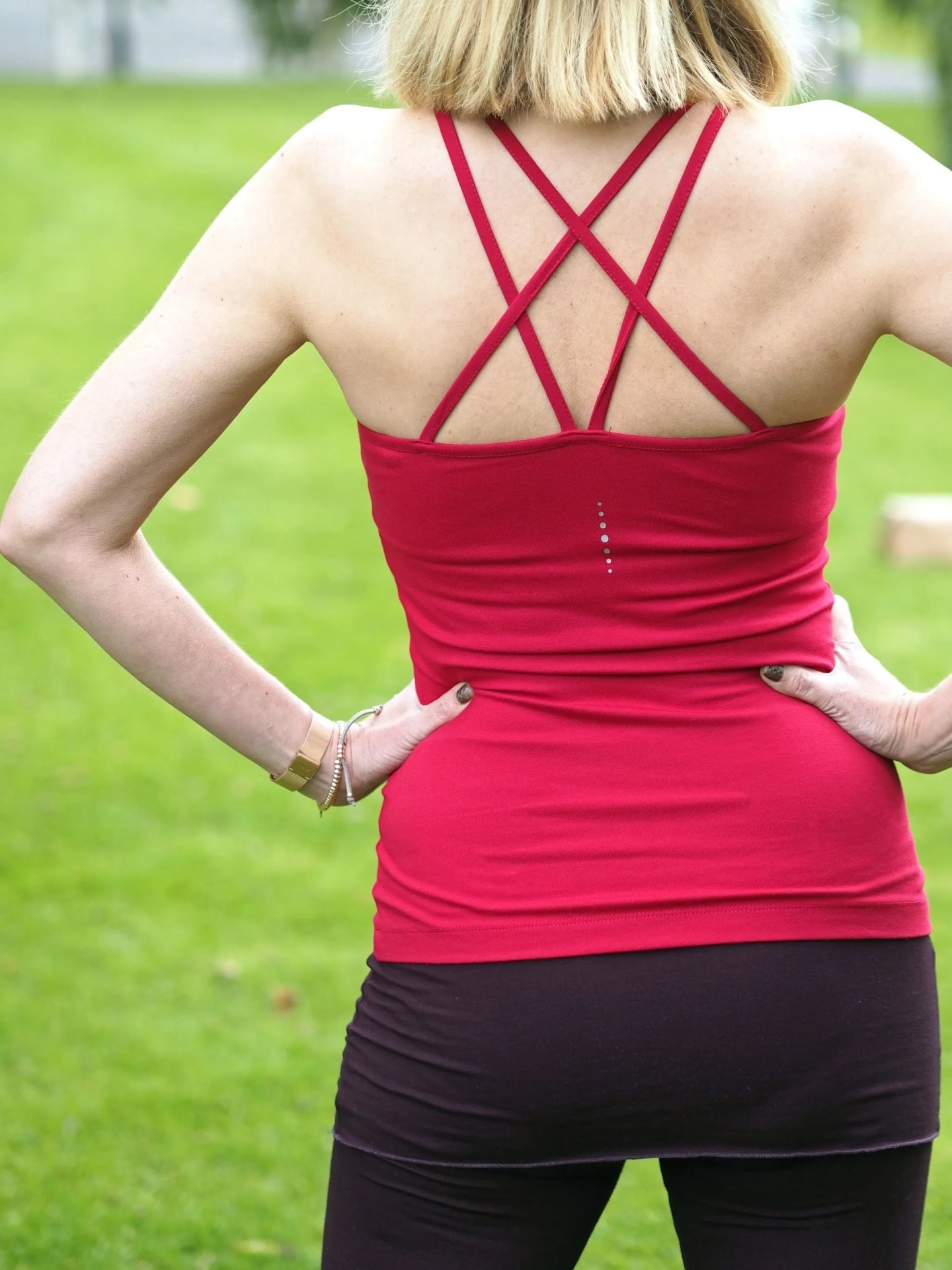 What-Lizzy-loves-bamboo-yoga-clothes-crossover-vest