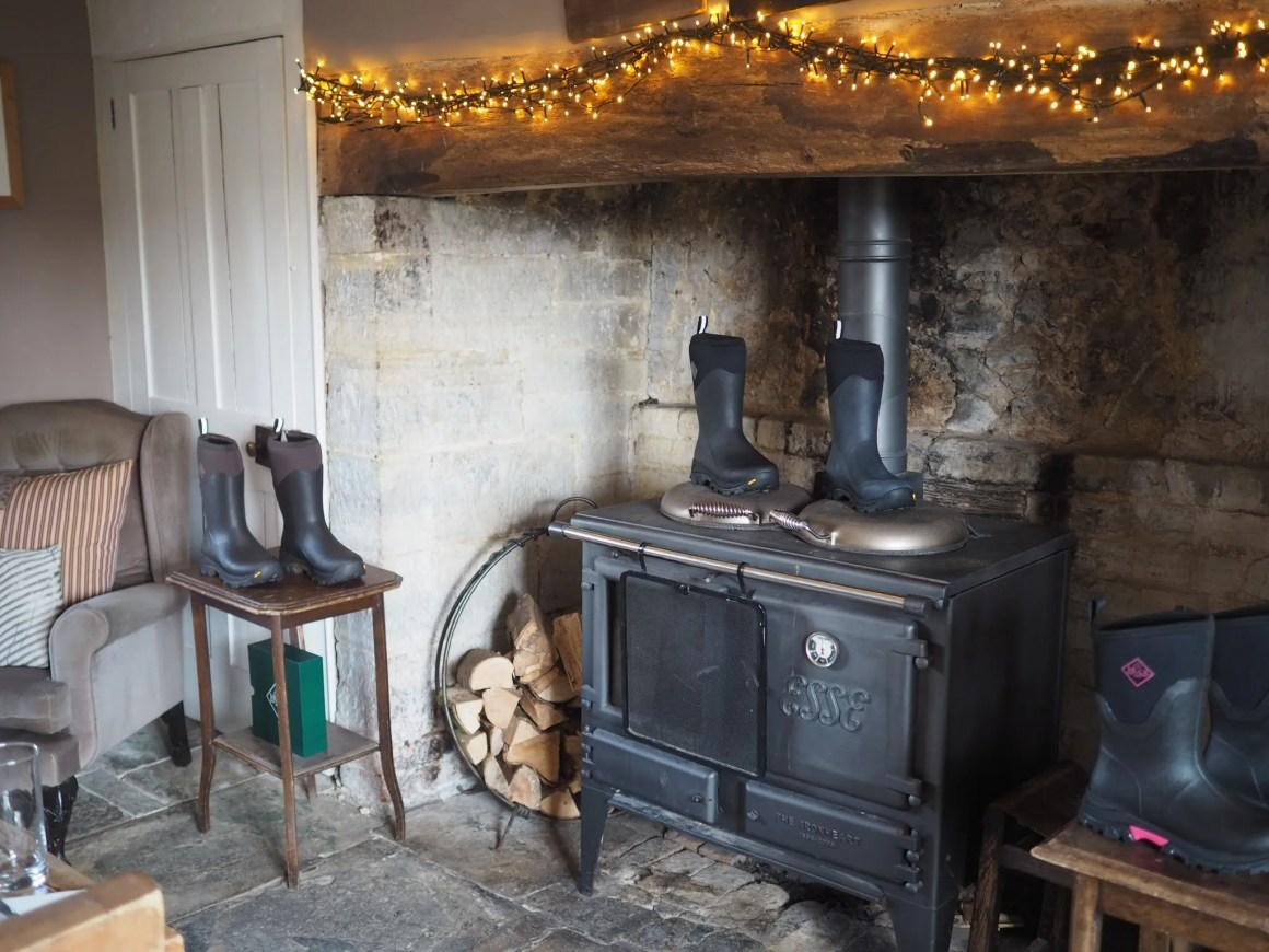 what-lizzy-loves-dining-room-river-cottage-fireplace