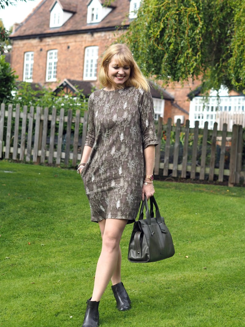 what-lizzy-loves-khaki-tunic-dress-autumn-style-chelsea-boots-bag