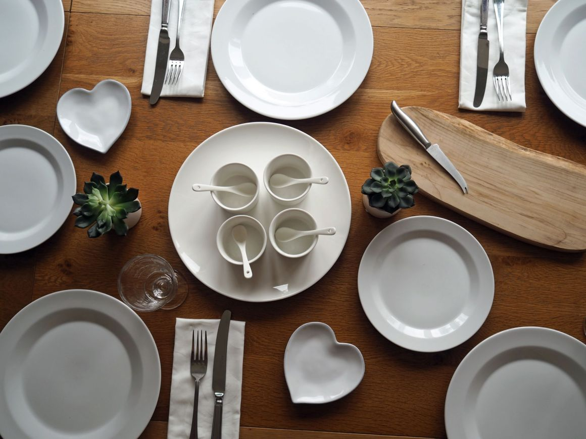 what Lizzy Loves Christmas gift guide white tableware