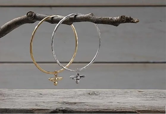 what-lizzy-loves-honey-bee-bangle