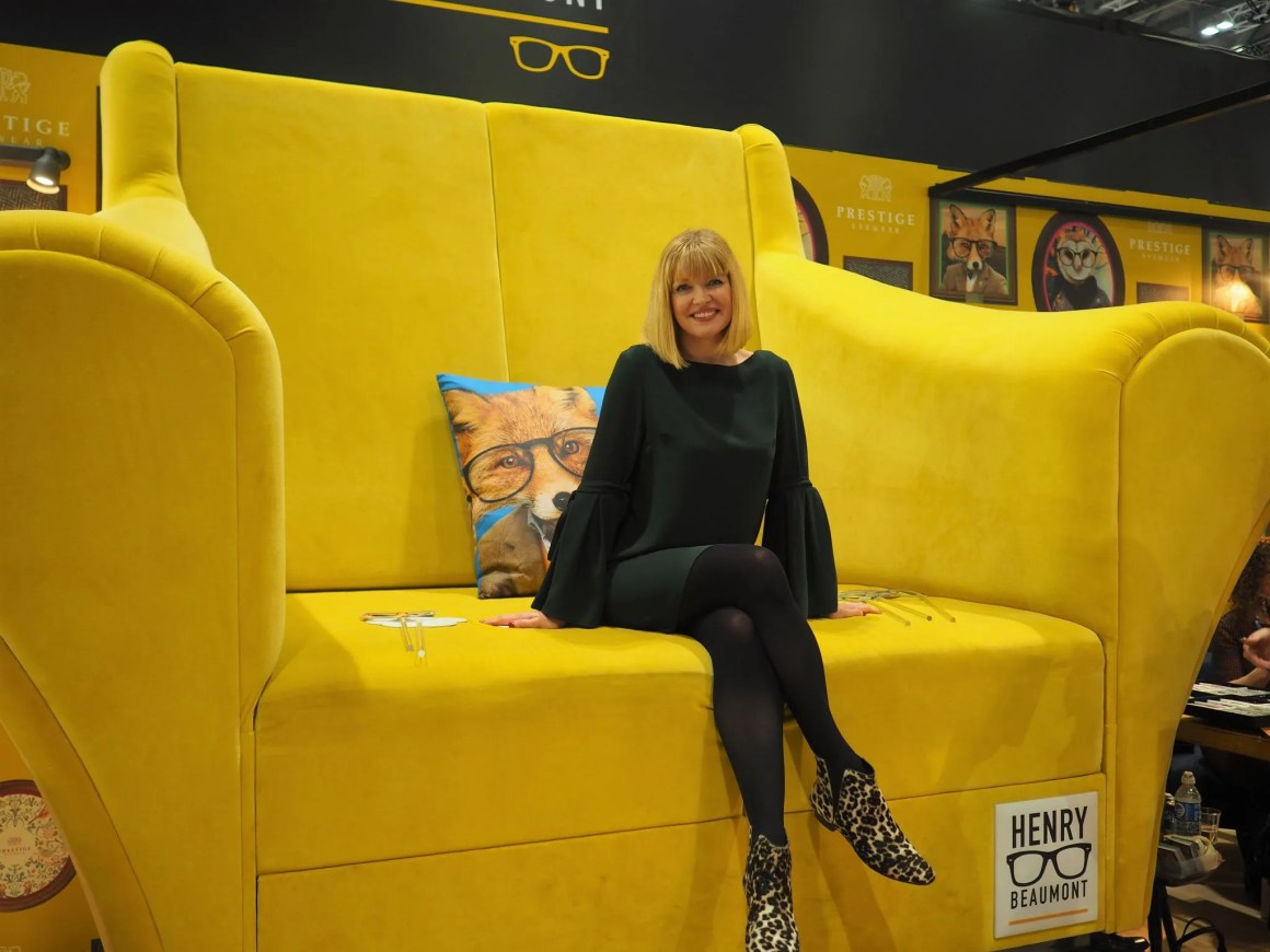 what-lizzy-loves-100%-optical-2018-Henry-beaumont-yellow-chair