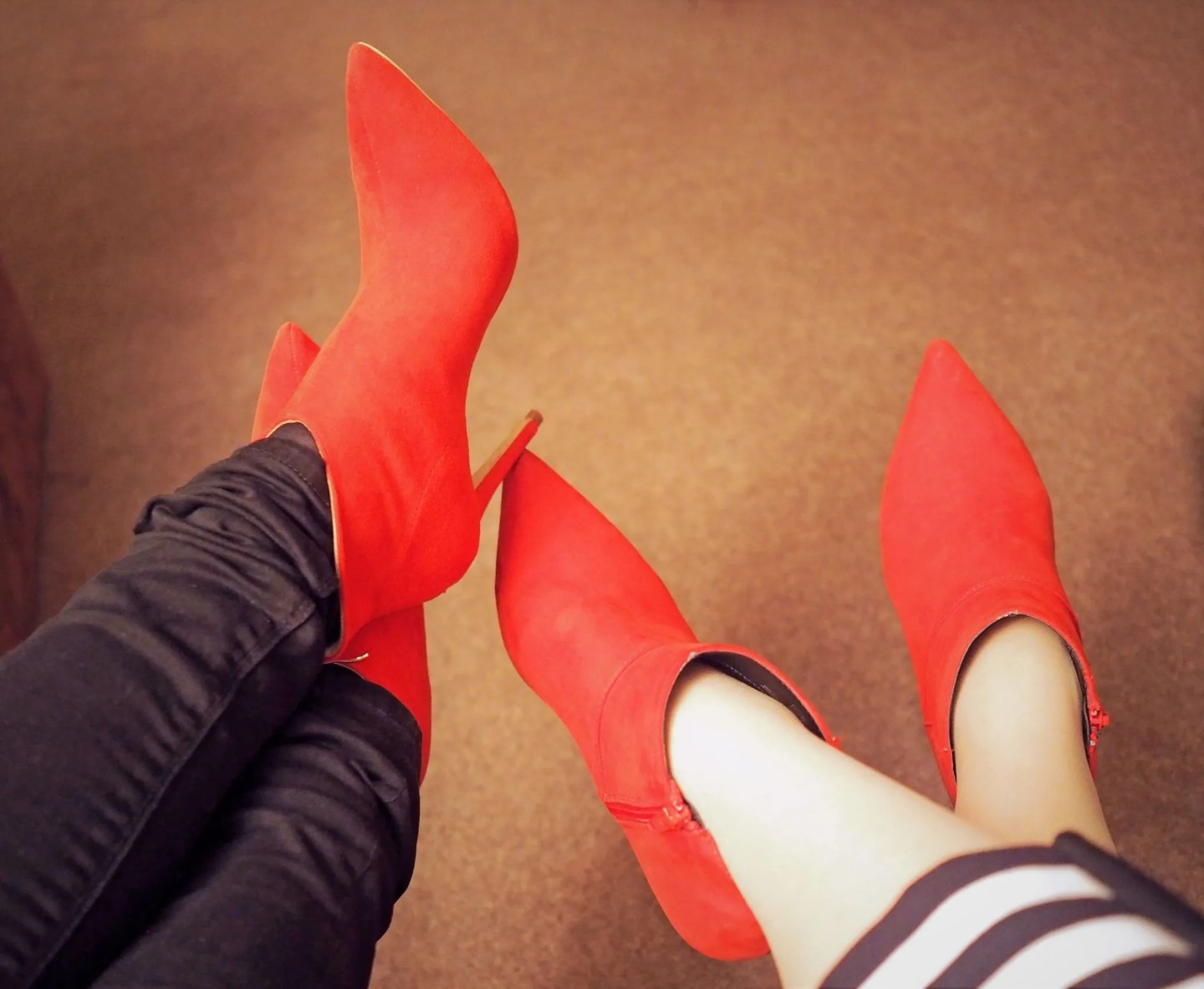 what lizzy loves red suede boots