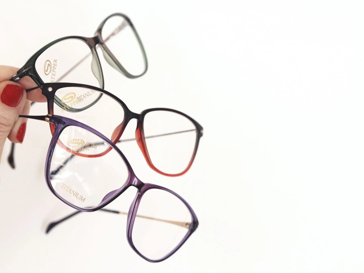 what-lizzy-loves-coloured-spectacle-frames