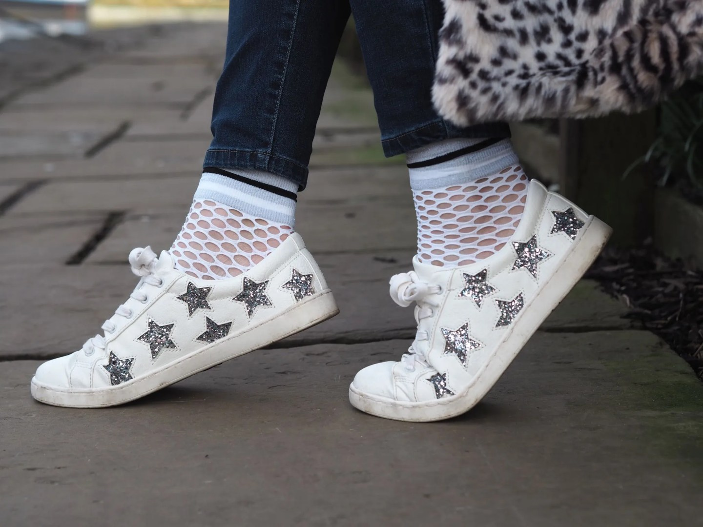 what lizzy loves white and silver star trainers