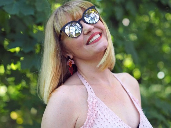 what Lizzy Loves ROAV sunglasses pink toolally earrings