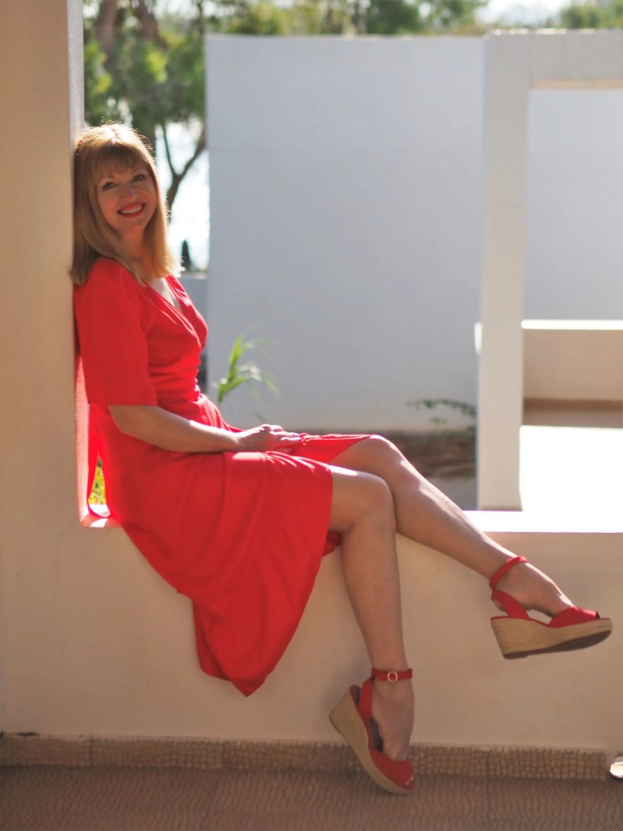 holiday outfits: red ruffle dress