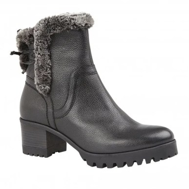 black leather boots with faux fur lining and chunky sole