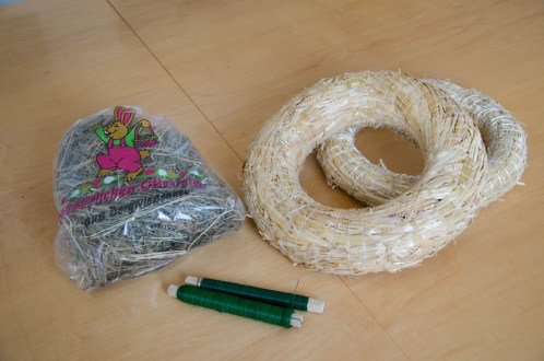 What we need: florist wire, straw wreath, hay