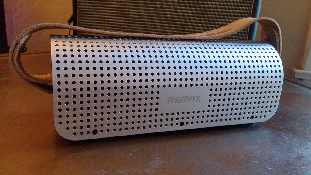 Karnotech REMAX RB-HI Silver Portable Bluetooth Speaker