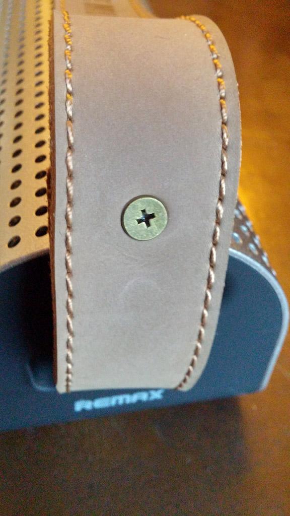 Karnotech REMAX RB-HI Silver Portable Bluetooth Speaker