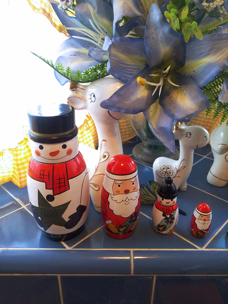 WOVTE Christmas Themed Nesting (Matryoshka) Dolls
