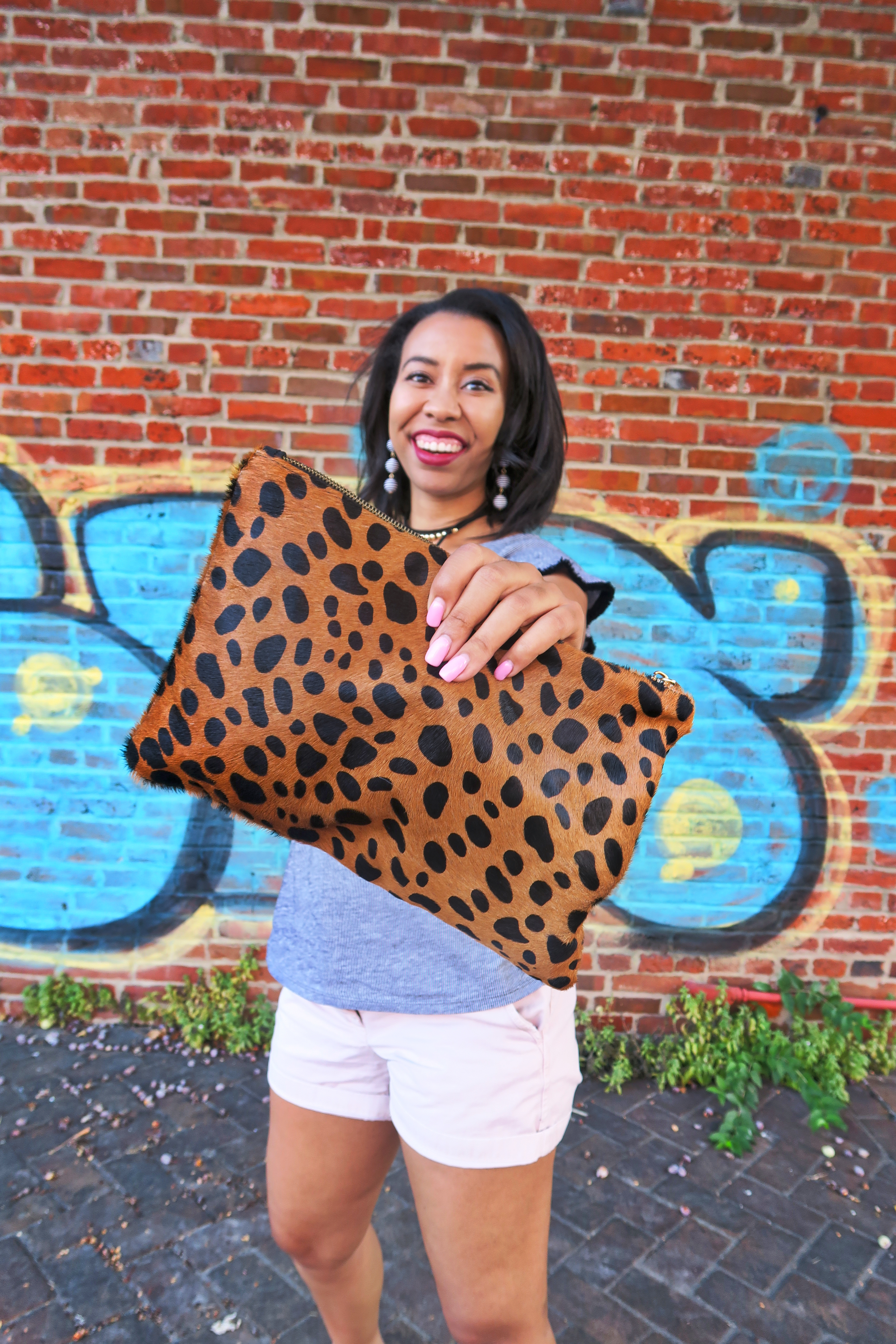 Kentucky blogger, What Nicole Wore, carries the blogger favorite leopard clutch with a casual summer outfit.