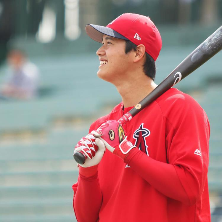 What Pros Wear Shohei Ohtani's Bat, Batting Gloves, Cleats ...