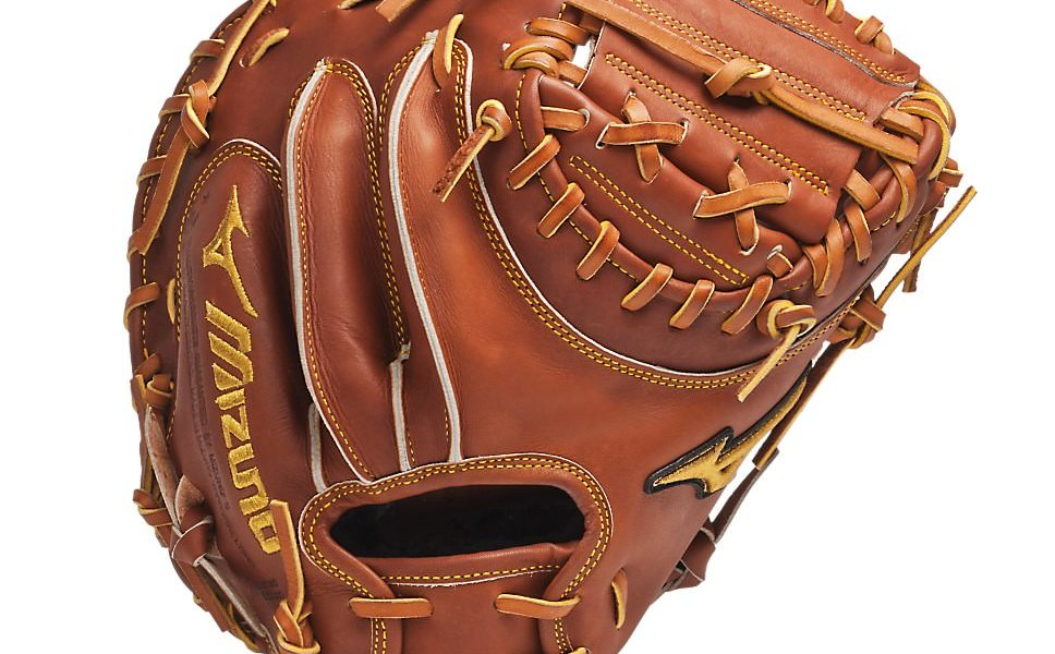 23f5c0223fef What Pros Wear: Kyle Schwarber's Mizuno GMP200 Catcher's Mitt - What ...