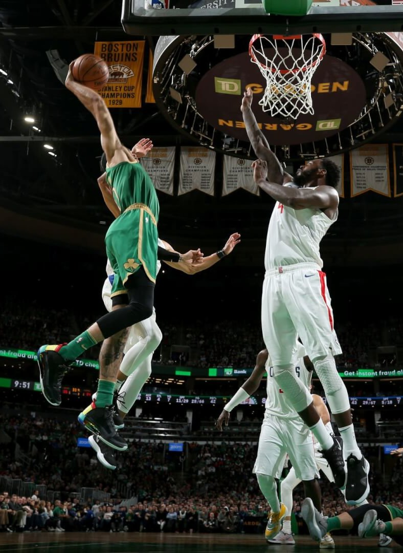 https www whatproswear com basketball moments jayson tatum dunks over two clippers in the air jordan 34 shoes