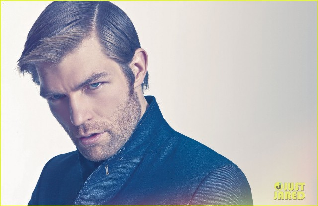 liam-mcintyre-suits-up-for-da-man-magazine-feature-05