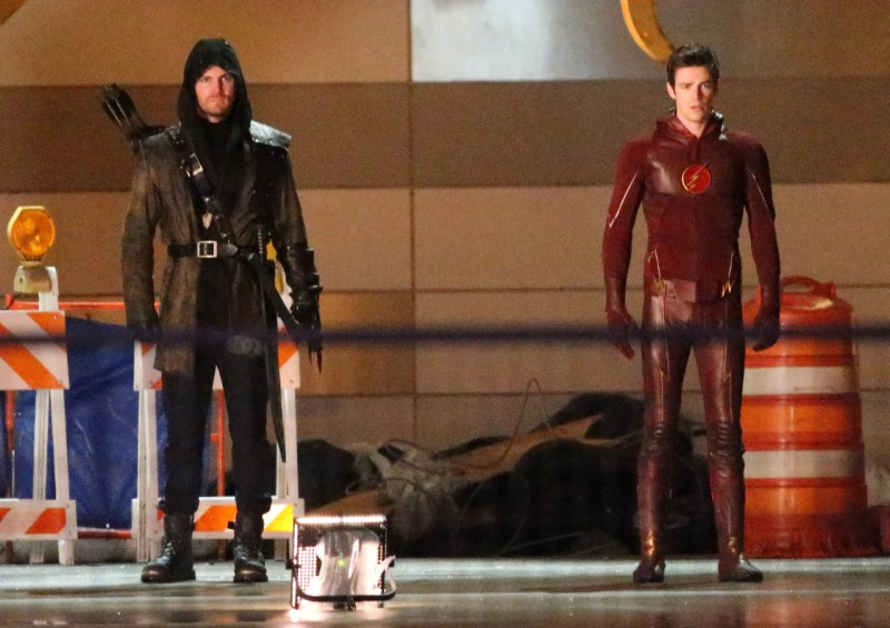 the-flash-season-finale-arrow-crossover (1)
