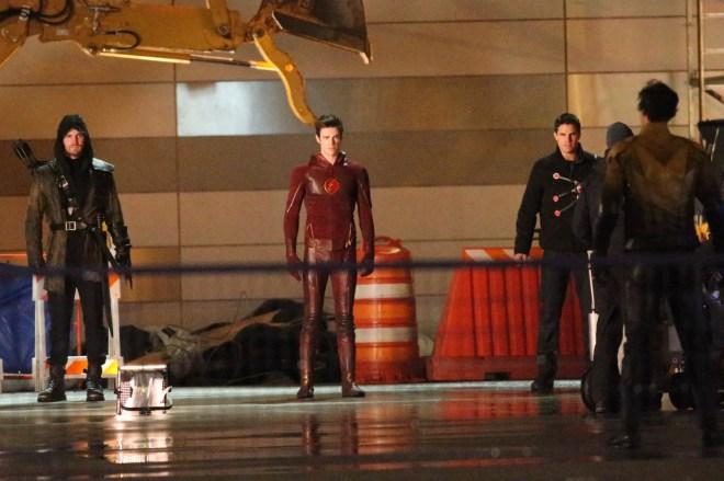 the-flash-season-finale-arrow-crossover (3)