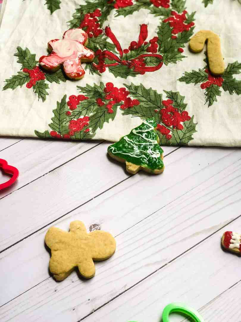Affordable Holiday Traditions To Start This Year #saveeandsavory #girlonabudget #christmastraditions #getfestive