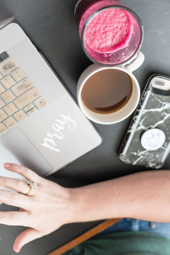 My Blogger Essentials & The Items I Can't Live Without #whatsavvysaid #bloggeressentials #girlboss #workfromhome #itemsIcantlivewithout #bloggerlife #coffee #iphone #mobileoffice