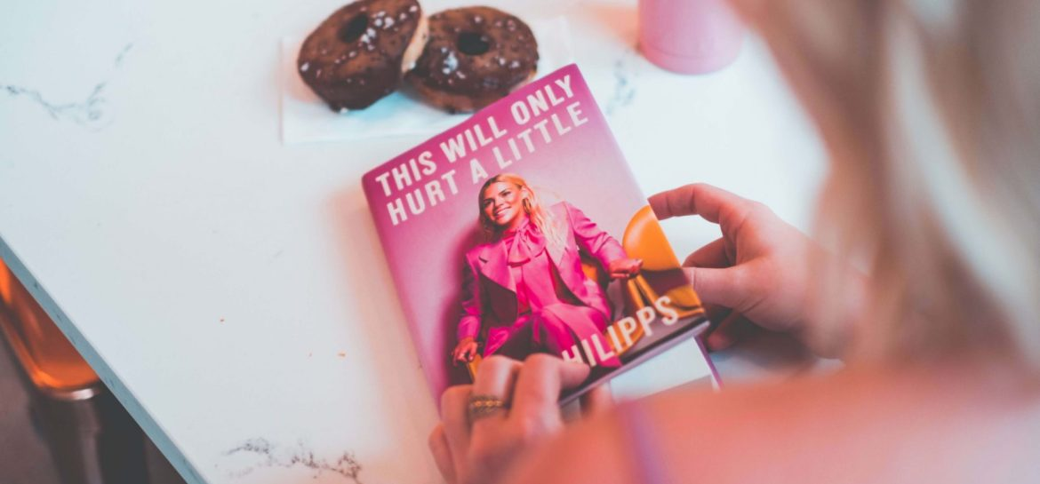 Summer Reading 2019 - What I've Been Reading Lately- Summer 2019 Edition #whatsavvysaid #girlswhoread #whatsavvyread #goodreads #bookclub #busyphilips #cleanbeauty #thiswillonlyhurtalittle #summerreadinglist