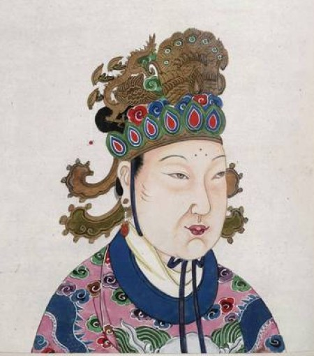 A painting of Emperor Wu Zhao wearing a gold headdress and pink and blue patterned robe.