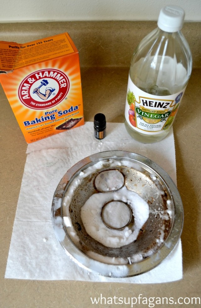 Clean a burner pan with baking soda and vinegar and essential oils