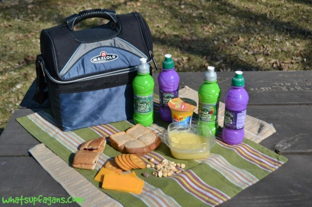 Packing a lunch can help extend outdoor play for young kids! #fuelyourimagination #FruitShoot #sp | whatsupfagans.com