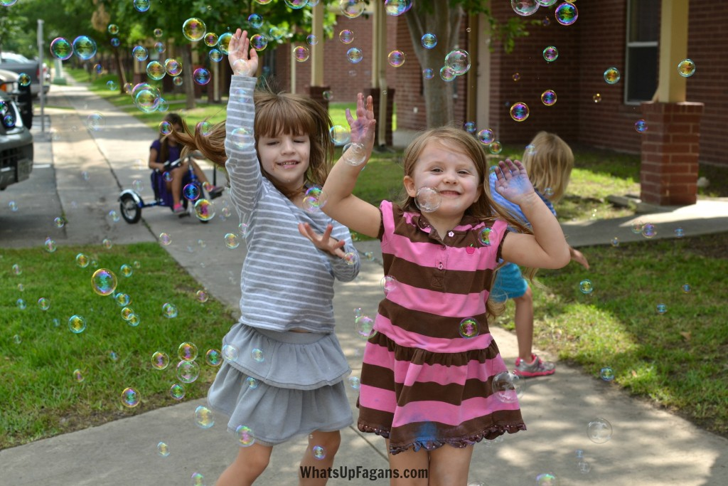 Summer Family Fun is so great. And who doesn't love a bubble machine? Great way to keep playing as a family and with friends outdoors.