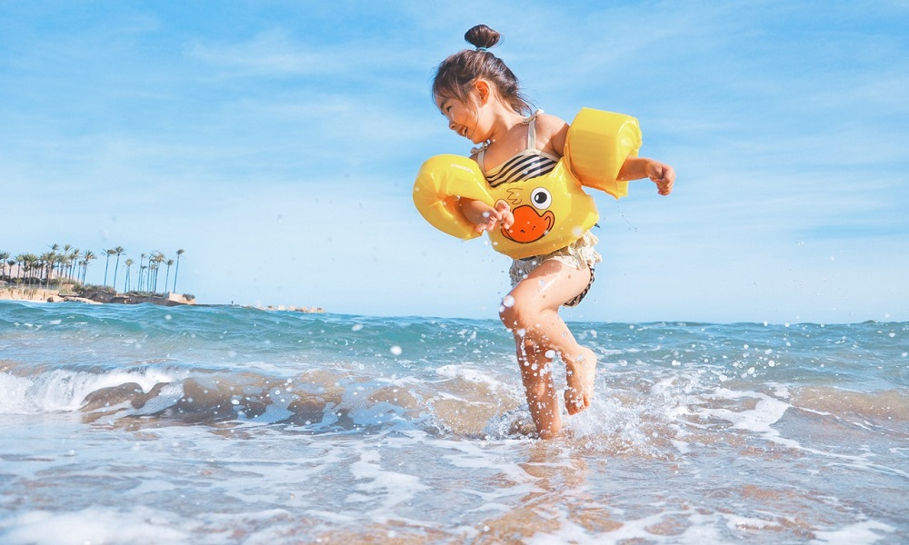 what to pack for a trip to the beach with a toddler - checklist - packing list - day trip to beach