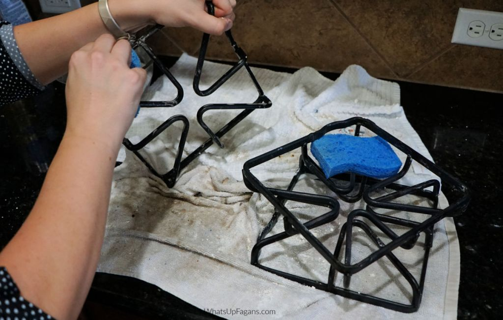 cleaning gas stove burner grates with sponge