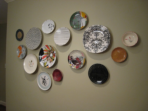 Step Up to the Plate - Decorating with Plates | Whats Ur ...