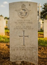 Headstone for Walter Derbyshire at Le Petit Lac Cemetery, Algeria (Image courtesy of volunteers at www.twgpp.org)