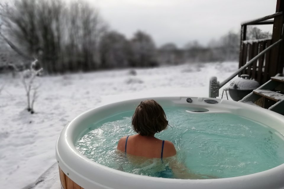 Lodge with hot tub - enjoy the hot tub even on a snowy morning!