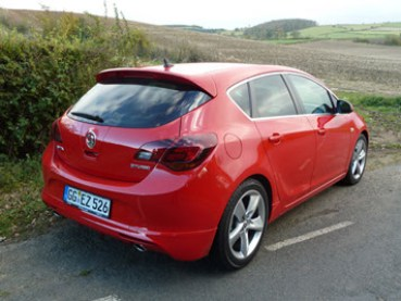 The Astra BiTurbo looks equally purposeful from the rear