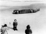 An amazing photograph (courtesy National Motor Museum) depicting Golden Arrow in action at Daytona in 1929.