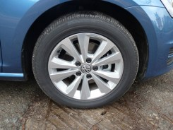The SE's sports aluminium alloy wheels are smart-looking and easy to clean.
