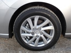 Perfectly complementing the dynamic styling of this Mazda, the 10 spoke sports road wheels are attractive yet remain easy to clean.