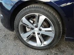 The five spoke aluminium alloy road wheels on our test car looked attractive and proved to be easy to clean when I washed the car by hand.